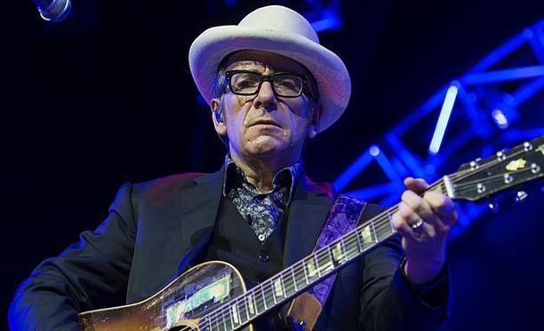 Brittimuusikko Elvis Costello taistelee syöpää vastaan.