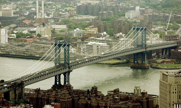 New Yorkin poliisi tiedotti löytäneensä tubettajan tavaroita Manhattanin sillan luota.