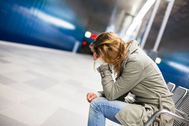 Ahdistusta, sosiaalisten tilanteiden pelkoa, paniikkihäiriöitä, uniongelmia... Lapsuuden turvattomuus voi näkyä vielä aikuisena monin tavoin.
