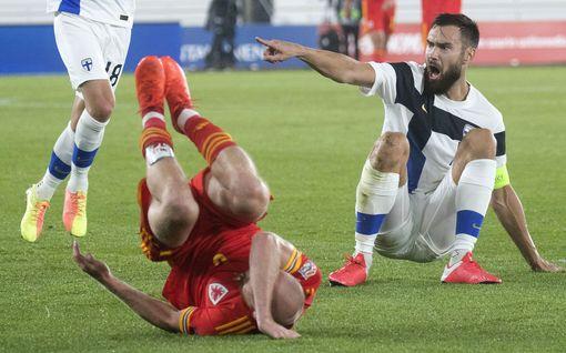 """Huuhkajat-kapteeni Tim Sparv maansa myyneenä Wales-tappion jälkeen: """"Olen todella pettynyt"""""""