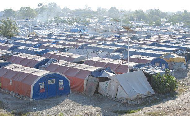 Ihmisiä asui vuoden Haitin 2010 maanjäristyksen jälkeen telttakylissä pääkaupungin Port-au-Princen ulkopuolella vielä vuonna 2013.