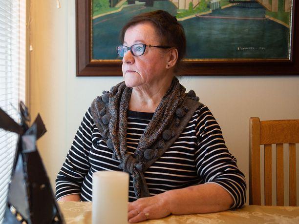Liisa-leski sanoo, ettei hän ole vielä kunnolla pystynyt käsittelemään aviomiehensä kuolemaa.
