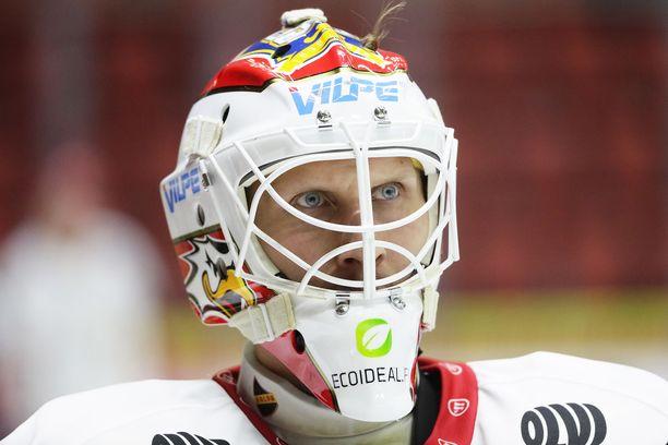 Sportin Niko Hovinen joutui jättämään ottelun kesken Hämeenlinnassa.