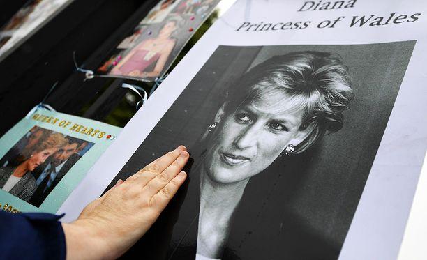 Prinsessa Dianaa muistellaan tänään ympäri maailman.