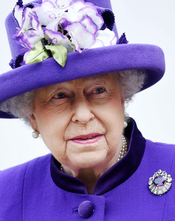 Ison-Britannian kuningataren öinen kävely meinasi koitua hänen kohtalokseen.