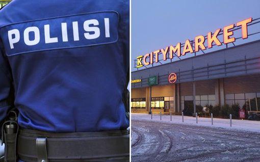 Poliisi epäilee: Mies yritti puukottaa alle 10-vuotiaan hengiltä Tampereella Citymarketissa – isä loukkaantui puolustaessaan