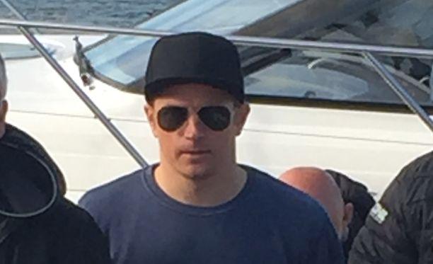 Kimi Räikkönen juhlii polttareitaan.