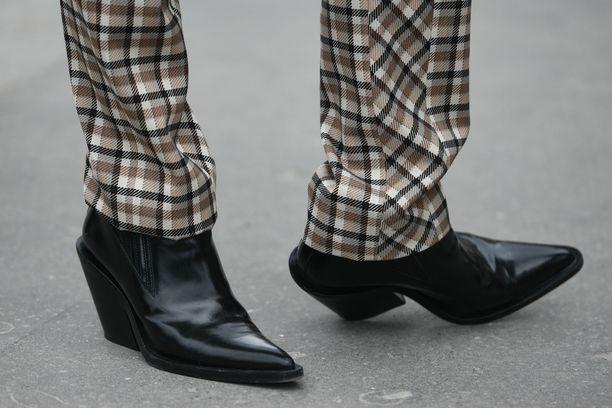 Kärki ja koron malli tekevät näistä buutseista trendikkäät.