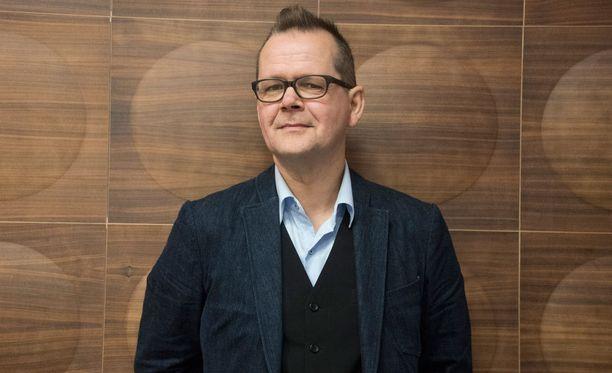 Kari Hotakainen on tuttu myös televisiosta. Hänet on esimerkiksi Pitääkö olla huolissaan? -ohjelman panelisti.