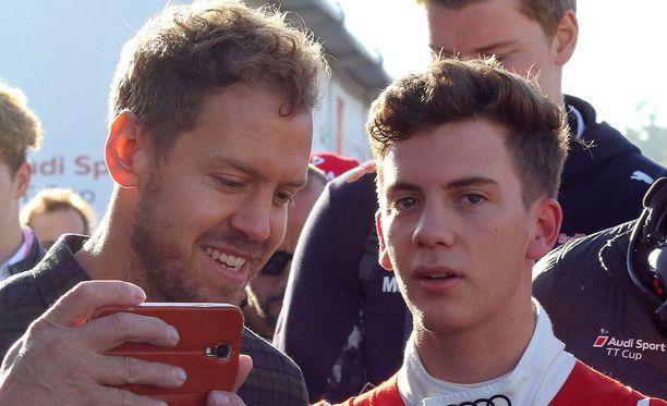 Autourheiluinnostuksen lisäksi Vettelin veljeksissä on ulkonäöllisestikin jotakin samaa.