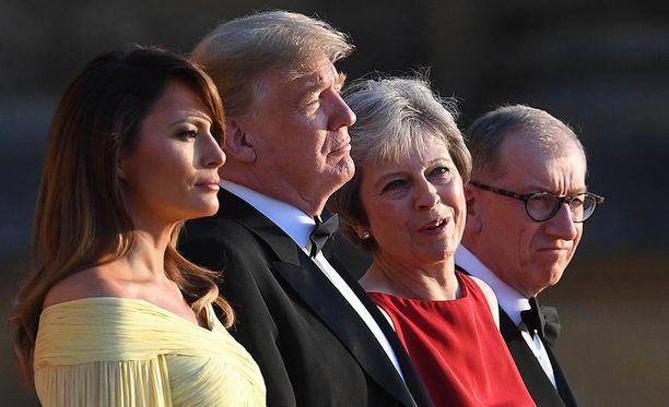 Donald Trump aloitti Britannian-vierailunsa torstaina pääministeri Theresa Mayn vieraana illallisella Blenheimin palatsissa.