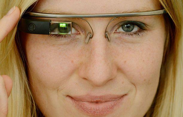 Google Glass on tullut massamarkkinoille Britanniassa, mutta varsin suolaiseen 1200 euron hintaan.