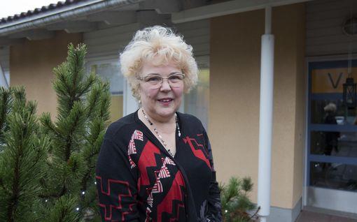 Anne Niemi muistaa ikuisesti muistisairaan naisen, joka ojensi hänelle viinerin puolikkaan - nyt Niemi palkittiin 36 vuoden työstään
