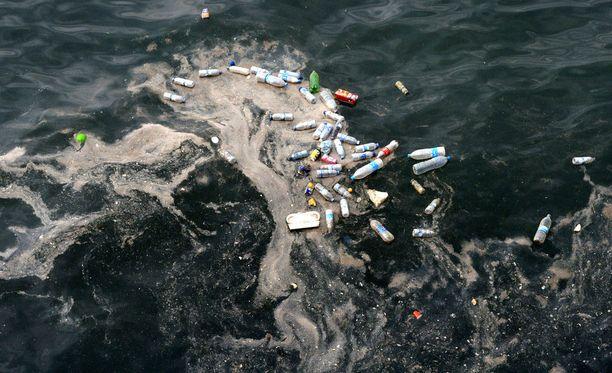 WWF varoittaa tuoreessa raportissaan Välimeren muuttumisesta muovimereksi.