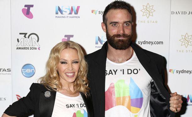 Kylie Minogue oli yhdessä Joshua Sassen kanssa nelisen vuotta.