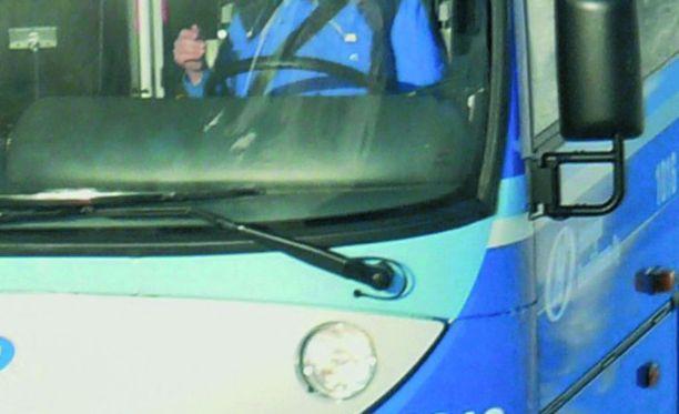 Liikennöitsijä selvittää tapausta. Kuvituskuva.