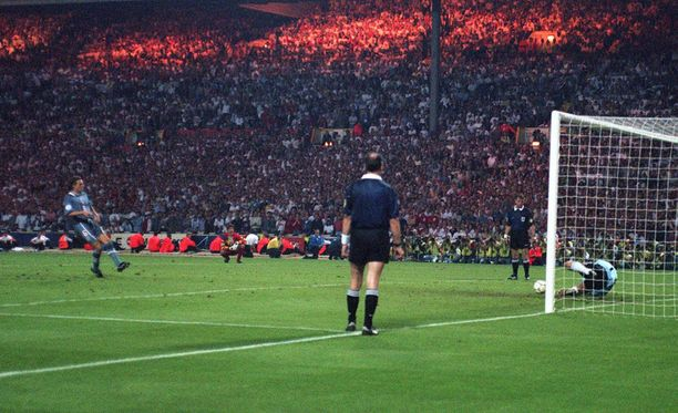 Andreas Köpke torjui Southgaten kuuluisan pilkun Wembleyllä vuoden 1996 EM-kisoissa.