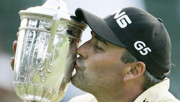 US Openin voittanut Angel Cabrera lupasi nukkua pokaalinsa kanssa.