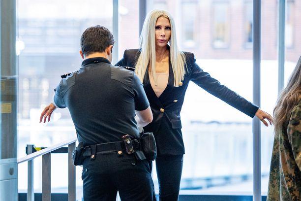 Miljonääriäiti Maria Alasen oikeudenkäynti alkoi syyskuussa valmistelevalla istunnolla.
