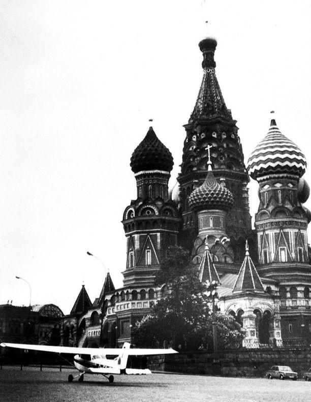 Rustin laskeutuminen Punaiselle torille yllätti Neuvostoliiton ilmapuolustuksen täysin.