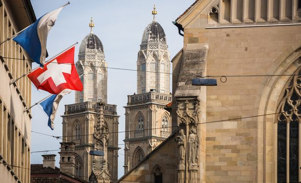 Sveitsiläinen tienaa keskimäärin huikeat 6 428 euroa kuukaudessa.