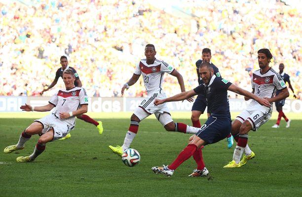 Karim Benzema pääsi viimeisellä minuutilla maalipaikkaan, mutta Manuel Neuer veti pidemmän korren.
