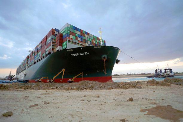 Ever Given -alus on ollut Suezin kanavassa jumissa tiistaista saakka.