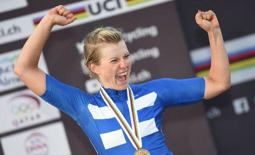 Lotta Lepistö juhli World Tourin osakilpailuvoittoa Ruotsissa. (ARKISTOKUVA)