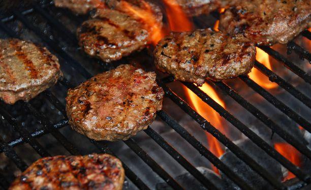 Innokkaimmat grillaajat grillaavat läpi vuoden, mutta ei aikaakaan, kun kaikkki muutkin jo virittelevät grillejään.