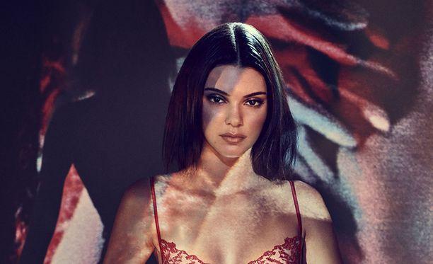 Kendall Jenner on nähty varsin rohkeissa kuvissa.