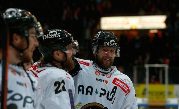 Ivan Huml iski voittomaalin Juha Metsolan taakse.Koskisella loistoilta KHL:n neljännessä finaalissa