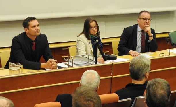 Ulkopoliittisen instituutin tukija Mika Aaltola, sisäministeriön kansliapäällikkö Päivi Nerg ja Suojelupoliisin päällikkö Antti Pelttari puhuivat MPK:n seminaarissa lauantaina.