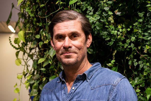 Tommi Korpela tunnetaan esimerkiksi rooleistaan elokuvissa Miehen työ ja Tyhjiö.
