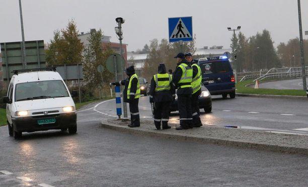 Poliisille tulleen ilmoituksen mukaan muutama ihminen olisi yrittänyt tulla laittomasti veneellä Tornioon.