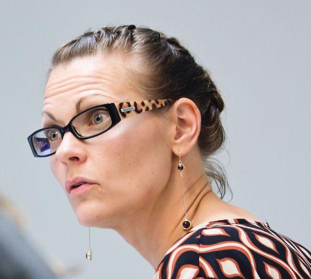 Tutkija Tiina Vaittinen on perehtynyt ongelmiin, joita liittyy filippiiniläisen työvoiman Suomeen tuomiseen.