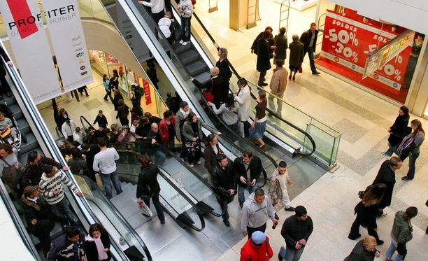 Ostosten tekemisestä voi tulla astmaatikolle piinaavaa, jos tuoksuvat tuotteet rajoittavat kulkemista kaupoissa.