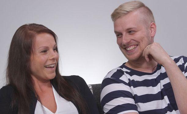 Tanja ja Roni löytävät jälleen suhteeseensa leikkimielisyyttä psykologin vastaanotolla.
