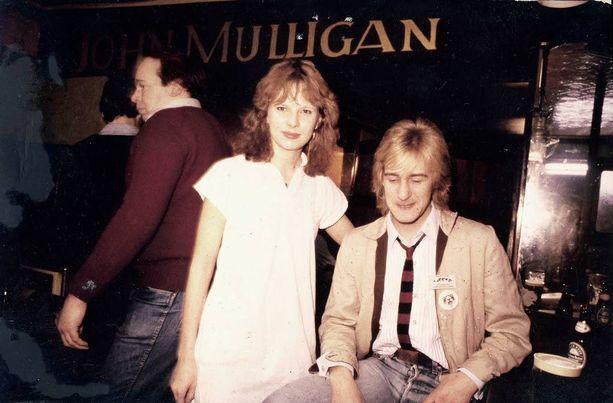 Arja Nieminen ja Riki Sorsa Dublinin ykköspubissa keväällä 1981.