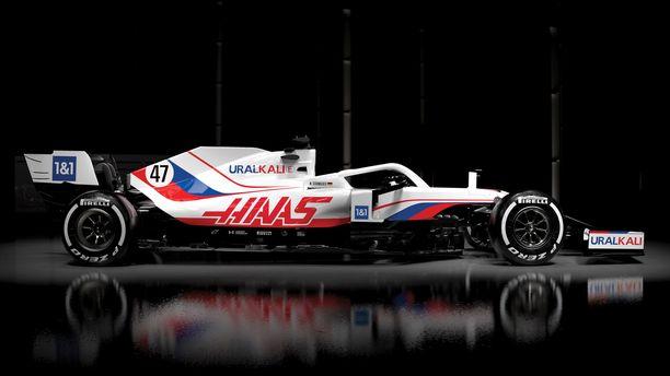 Venäjän liput koristavat Haasin F1-autoa monessa kohdassa.