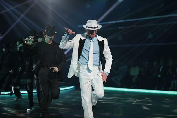 Edis Tatli pääsi Michael Jacksonin jäljille suosikkibiisinsä tahdissa.