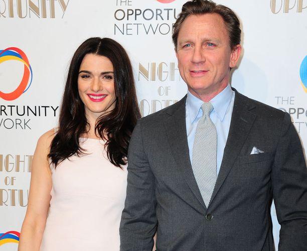 """Daniel Craig ja Rachel Weisz sanoivat """"tahdon"""" hyvin pienissä häissä - paikalla oli vain 4 vierasta."""
