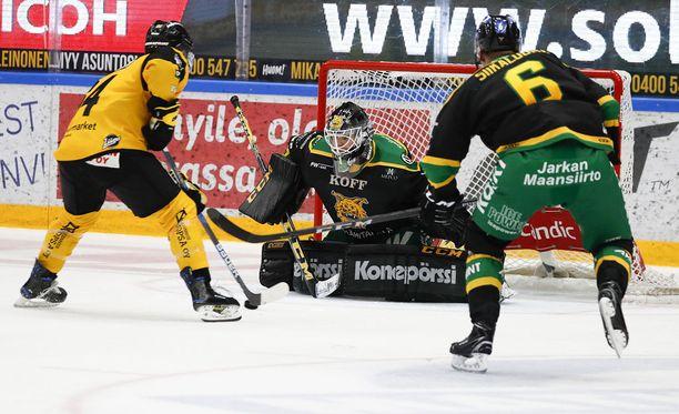 SaiPan David Goodwin karkasi Ilveksen Taneli Siikaluomalta, harhautti maalivahti Antti Lehtosen, ja iski SaiPalle voiton maalein 3-2.