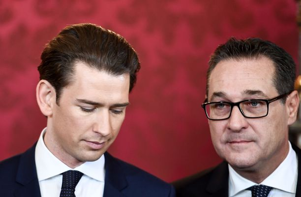 Julki vuotanut video vie uskottavuutta myös Itävallan kansanpuolueen ÖVP:n johtajalta, liittokansleri  Sebastian Kurzilta (vas.). Varaliittokansleri Heinz-Christian Strache ilmoitti lauantaina eroavansa.