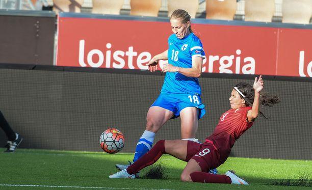 Linda Sällström manasi heikkoa syöttöpeliä.
