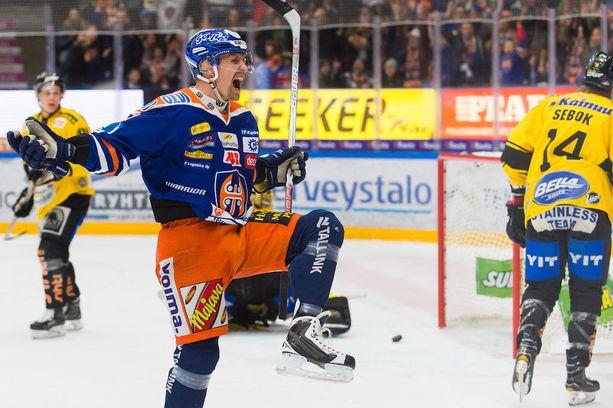 Nouseeko runkosarjan maalikuningas ja Tapparan playoff-pistekärki Veli-Matti Savinainen tänään ratkaisijaksi?