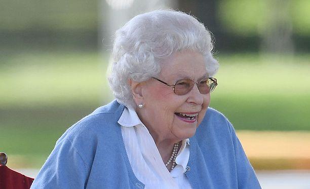 Kuningatar Elisabet nautti silminnähden olostaan Windsorin hevosnäyttelyssä.