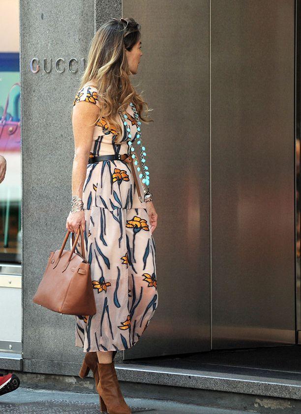 Kukkakuosiset mekot ovat tänä kesänä isosti esillä. Fiona Swarovskin boheemi tyyli on viimeisen päälle hiottu.