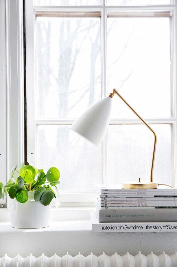 Aksenttivalo tuo pienen ylellisen pilkahduksen valoa esimerkiksi kodin ikkunalaudalle. Se saa kodin näyttämään tunnelmalliselta ulkoapäin ja tuo tunnelmallista epäsuoraa valoa sisään.