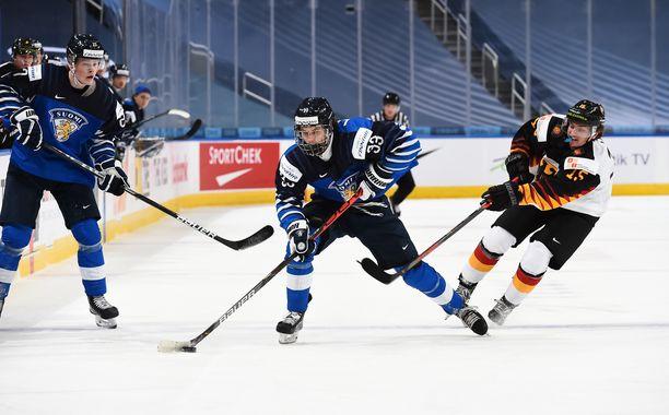 Brad Lambert (keskellä) oli mukana jo Nuorten Leijonien joukkueessa Kanadassa.