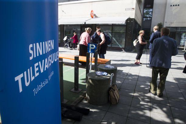 Sininen tulevaisuus putosi eduskuntapuolueiden joukosta 2019 eduskuntavaaleissa. Kuva on elokuulta 2017.